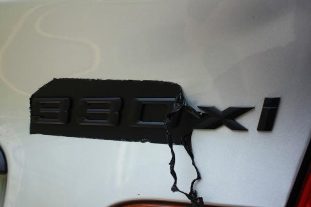 PLASTI DIP Черный на знаке BMW Шаг 6