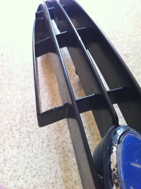 Сняли решетку авто перед нанесением жидкой резины PLASTI DIP. Фото 3