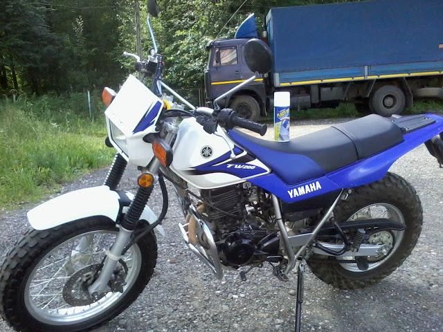 Мотоцикл Yamaha после обработки Plasti Dip White