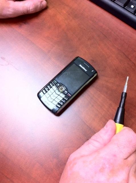 Телефон перед распылением спрея пластидип