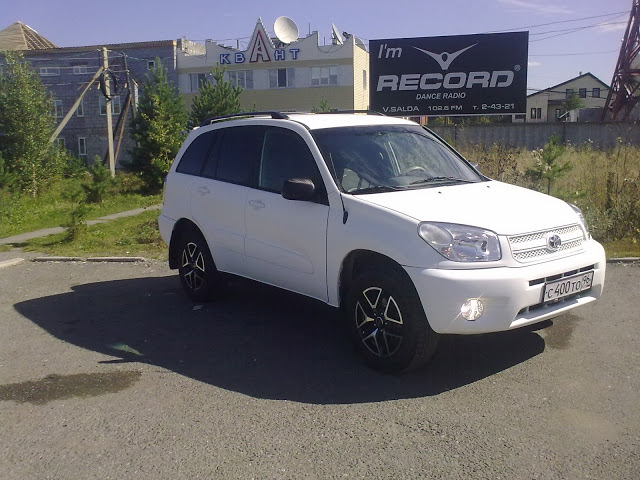 Результат работы c PLASTI DIP. Белый пластидип (PLASTIDIP) на автомобиле Toyota.