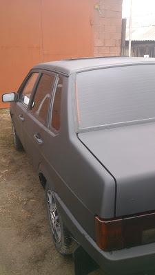 Вид черного PLASTI DIP на кузове авто после нанесения
