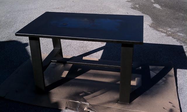 Стол после двух слоев Plasti Dip